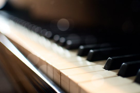 Pop Piano Lessons for Beginners/Intermediate